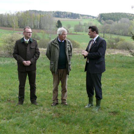 Pressetermin mit BJV-Kreisgruppen-Vorsitzendem Alexander Flierl, MdL, Stiftungsratsvorsitzender Prof. Dr. Jürgen Vocke und Landrat Thomas Ebeling