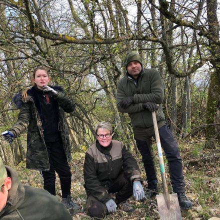 Arbeitseinsatz der Ausbildungsteilnehmer im Naturschutz@T. Fleischmann/Jägergesellschaft Brauner Hirsch