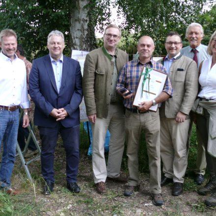 Verleihung der Medaille Naturerbe Bayern in Bronze an Peter Fröhlich (M.)©Wildland-Stiftung Bayern