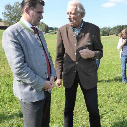 Landrat Thomas Ebeling im Gespräch mit Vorstandsvorsitzendem Dr. Wolfgang Schiefer von der Wildland-Stiftung Bayern©Wildland-Stiftung Bayern